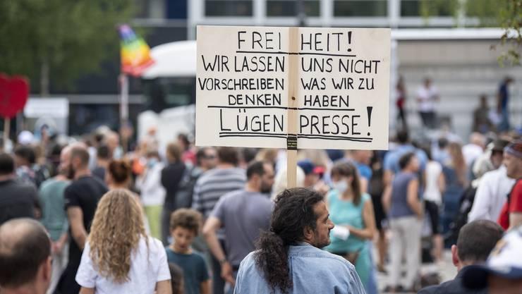 In Zürich fand vor zwei Wochen ebenfalls eine Coronademo statt. Gegen eine Menschenkette am Bodensee wächst Widerstand.