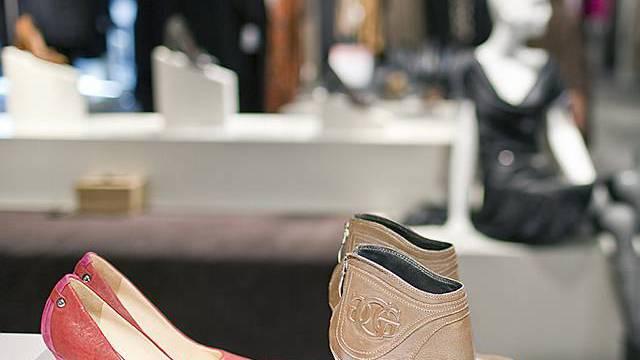 Schweizer wünschen sich Schuhe und Kleider zu Weihnachten (Symbolbild)