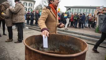 Die an der Klimademonstration vom 2. Februar in Tonnen eingeworfenen Anliegen stehen am Anfang der Volksaufträge, die lanciert werden sollen.