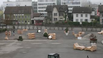Auf dem Dornacherplatz wurden in der Nacht von Samstag auf Sonntag einige Möbelstücke und Pflanzentöpfe umgestossen.