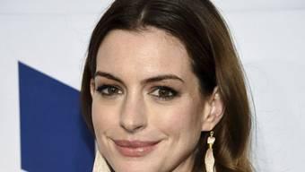 Anne Hathaway beugt schon mal vor: Da sie zur Zeit für eine Filmrolle zunimmt, warnt sie Trolle davor, sie zu body-shamen, also sich über ihre Figur zu mockieren. (Archivbild)