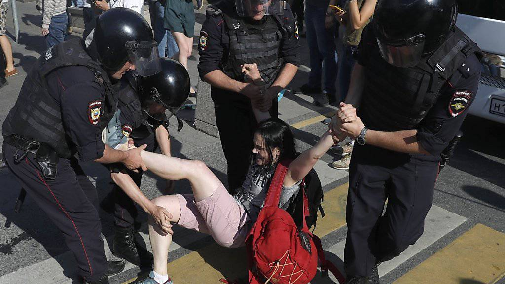 Über 1300 Festnahmen bei Kundgebung in Moskau