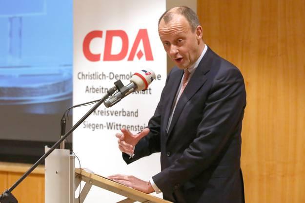 Friedrich Merz: Der ehemalige Fraktionschef im Bundestag ist der Wunschkandidat des rechtskonservativen Teils der Union. Merz steht für die CDU vor Angela Merkel, er vertritt eine konservative Linie. Er dürfte einige Wähler von der AfD zurückholen, gleichzeitig aber wohl einige Merkel-Anhänger verlieren. Ob er wirklich antritt, liess Merz gestern noch offen.