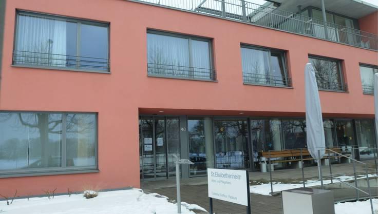 Wiedereröffnung noch offen: Wann die Cafeteria wieder besucht werden kann, wird laut Heimleiterin Heidi Keller«von Tag zu Tag entschieden». (Foto: Heinz Dürrenberger)