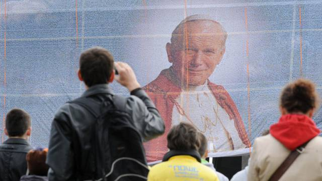 Portrait des Papstes Johannes Paul II in Warschau (Archiv)