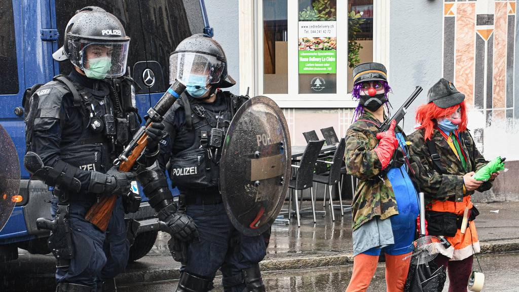 Gummischrot gegen Demonstrierende in Zürich