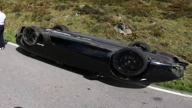 Lamborghini überschlägt sich auf dem Susten