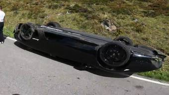 Ein Lamborghini-Fahrer überschlug sich am Samstag samt Auto auf dem Sustenpass. Nun kursieren Videoaufnahmen.