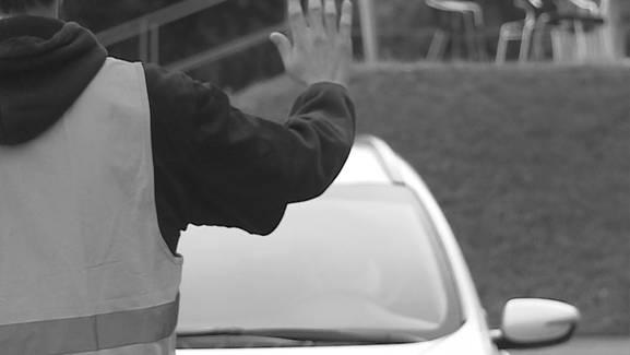 70-Jähriger soll Verkehrskadetten zwei Mal ins Bein gefahren sein