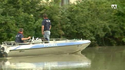 Polizei suchte mit Booten nach dem vermissten Mann.