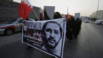 Frauen demonstrieren in Bahrain gegen die Verurteilung des Schiiten Ali Salman wegen Beleidigung des Innenministers: Trotz internationaler Kritik unterstützen die USA dem Golfstaat wieder militärisch (Archivbild).