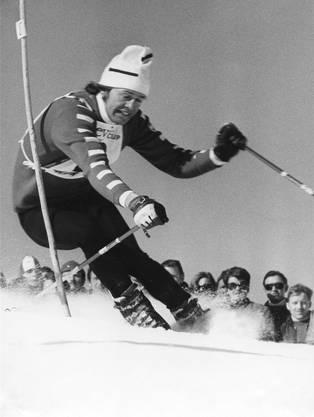 Im Sportmuseum entdeckt (2): Bernhard Russi, der Abfahrts-Olympiasieger von Sapporo 1972, schlängelt sich für einmal durch die Slalomstangen.