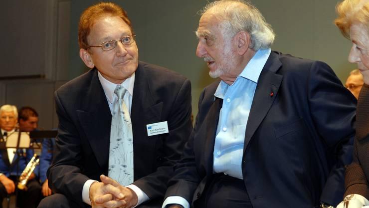 Ammann Kurt Kaufmann und Ehrenbürger Nicolas G. Hayek (rechts) (Bild: Frank Reiser)