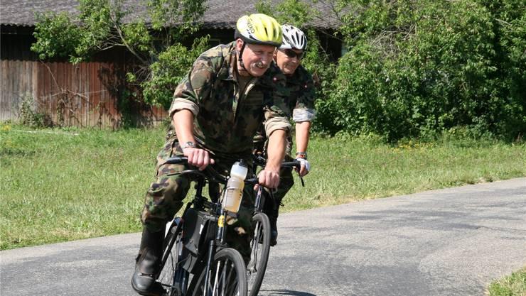 Beim Militärradrennen ging es mit Vollgas um die Kurve.