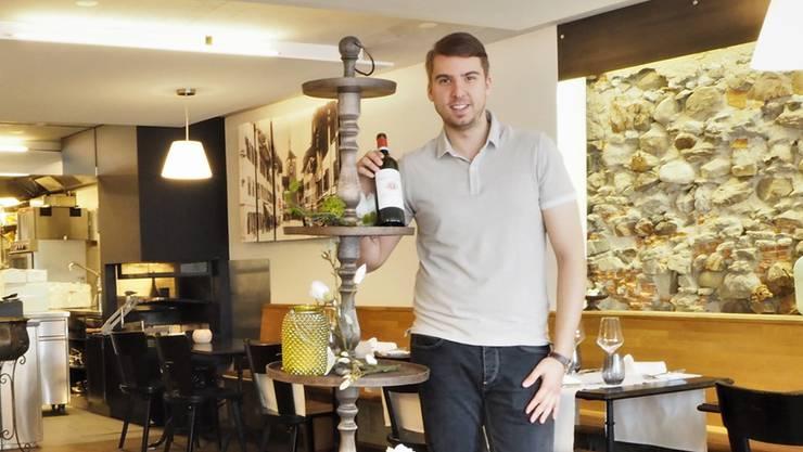 Stefano Kropp führt seit April 2018 die Brasserie Weisses Kreuz, die Fisch- und Fleischspezialitäten anbietet.
