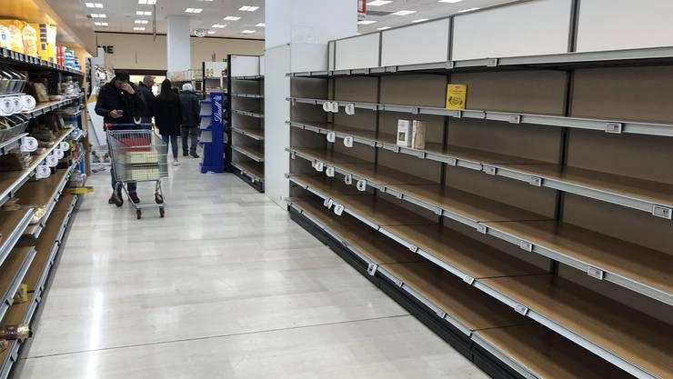 Boxen mit glatter Pasta bleiben in den italienischen Supermärkten liegen. Auf Twitter ist eine ironische Debatte um die schlimmste Pasta-Sorte Italiens entbrannt.