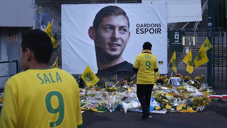 Die FIFA bestimmte die Ablösesumme für den tödlich verunglückten Emiliano Sala (Erinnerungsfoto in der Bildmitte)