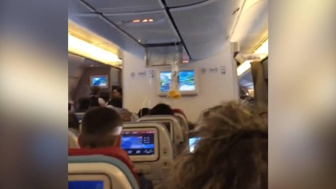 Viele Verletzte durch Turbulenzen in Flugzeug
