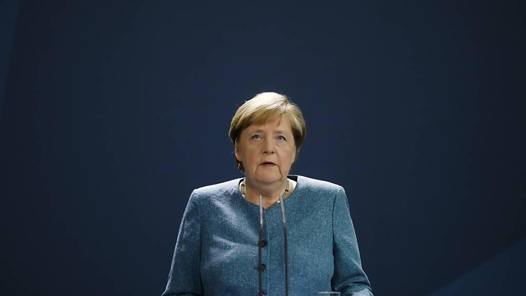 Bundeskanzlerin Angela Merkel (CDU) spricht im Kanzleramt vor den Medien während einer Erklärung zu den jüngsten Entwicklungen im Fall des russischen Regierungskritikers Nawalny. Foto: Markus Schreiber/AP POOL/dpa