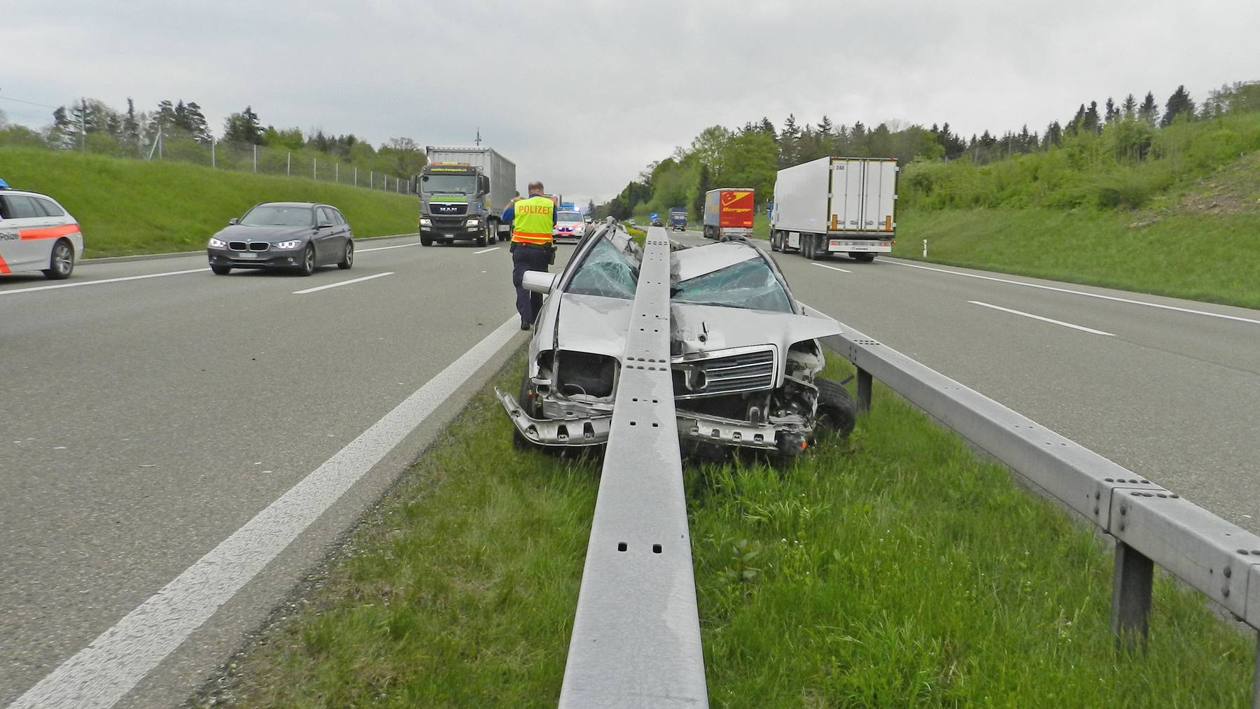 Das Auto des 55-Jährigen war nicht mehr zu retten. Selber blieb er unverletzt.