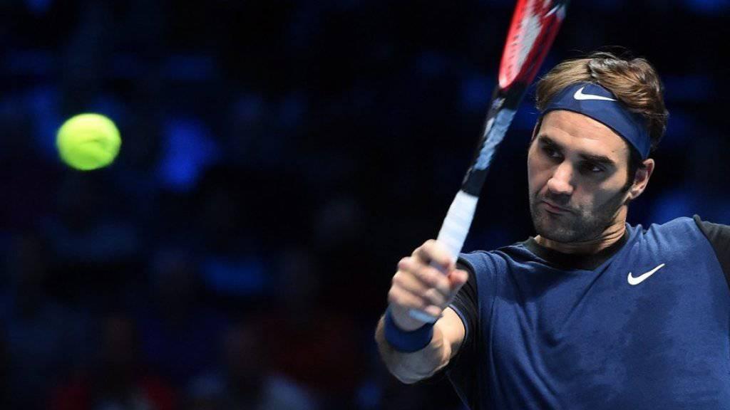 Ist das ein Schatten oder tatsächlich der Ansatz eines Bartes? Roger Federer (hier im erfolgreichen Spiel gegen  Novak Djokovic am Dienstag in London) ist offenbar rasierfaul geworden (Archiv).
