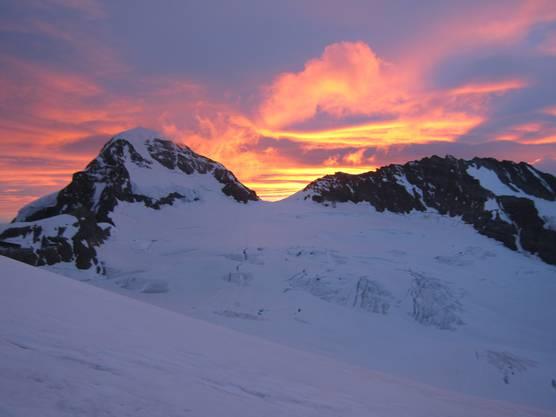 Sonnenaufgang am Mönch beim Aufstieg auf die Jungfrau