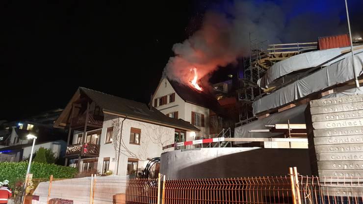 In Obersiggenthal geriet ein Einfamilienhaus am Freitagabend in Brand.