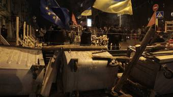 Proeuropäische Aktivisten errichten Barrikaden in Kiew