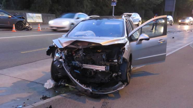 Weshalb der Autofahrer auf die Gegenfahrbahn geriet, ist ungeklärt.
