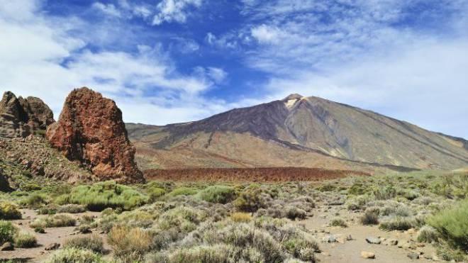 Kulisse für Science-Fiction-Filme: Die Krater- und Mondlandschaft vor dem Pico del Teide. Mit 3718 Metern ü. M. ist er der höchste Berg Spaniens. Foto: Thinkstock
