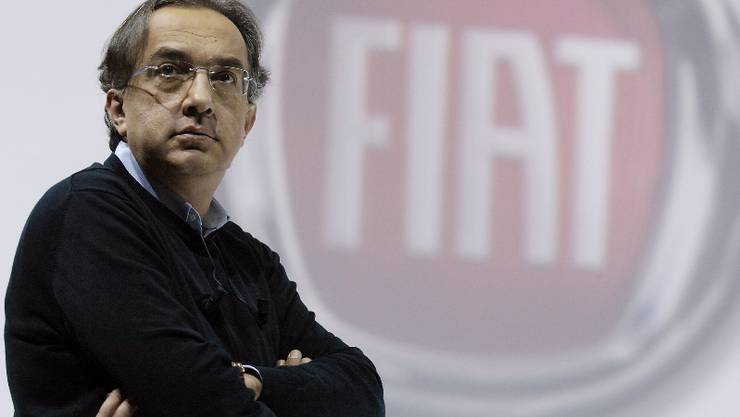 Fiat CEO Sergio Marchionne stands during the new Cinquecento Fiat car press conference in Turin July 5, 2007.   Italy's Fiat unveiled a new version of the Cinquecento at a big, televised event in its hometown on Wednesday, marking the return of the tiny, iconic car after being out of production for 32 years. REUTERS/Alessandro Garofalo   (ITALY)