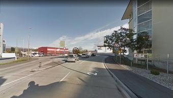An diesem Kreisel an der Hohenrainstrasse in Pratteln kam es zur Kollision.