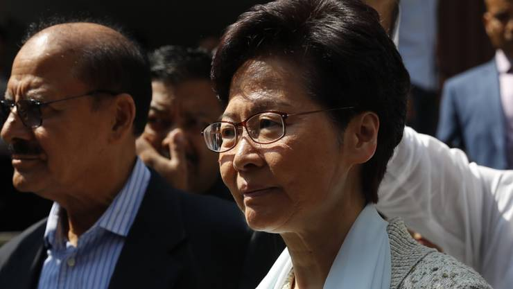 China wendet sich offenbar von Hongkongs Statthalterin Carrie Lam ab.