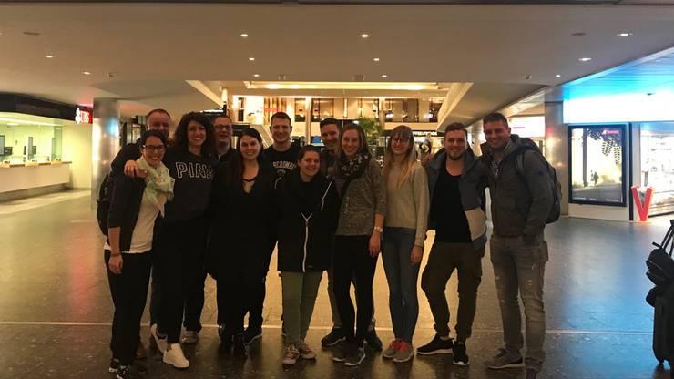 Unsere Reisegruppe gut gelaunt vor dem Abflug am Flughafen Zürich