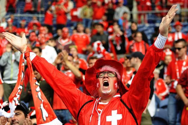 Das 1:1 versetzt nicht nur diesen Fan in Höchststimmung. Die Schweiz ist wieder im Spiel.