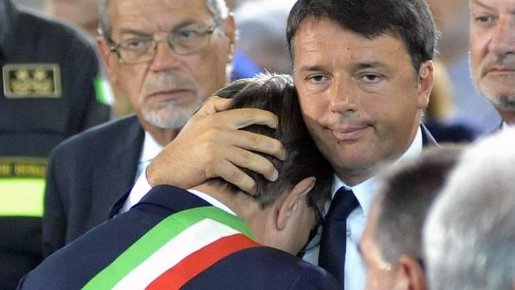 Italien trauert: Offizieller Staatsakt in Ascoli Piceno mit dem italienischen Staatspräsidenten und Premier Renzi.