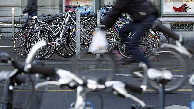 Der 78-jährige Mann, der am 25. Mai in Endingen mit dem Fahrrad gestürzt war, ist gestern im Spital verstorben. (Archiv)