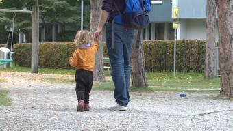 Sollte sich unser Land leisten können: Mehr Zeit der Väter für ihre Kinder.