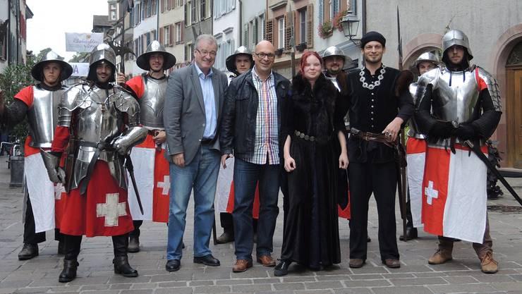 Sie freuen sich auf den mittelalterlichen Markt in der Rheinfelder Altstadt.