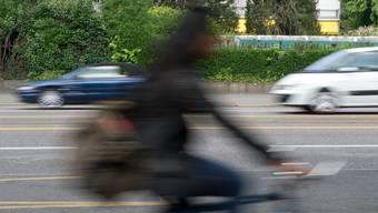 Der jugendliche Velofahrer wurde angefahren, der Autolenker flüchtete.