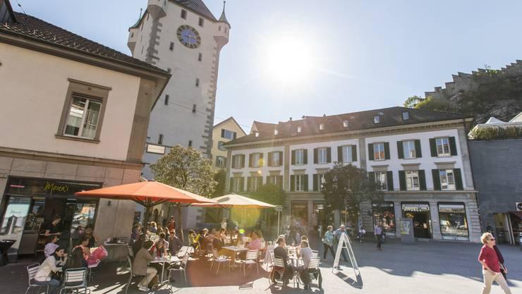 In der Nähe des Badener Cafés Moser prügelte eine Gruppe von jungen Männern einen 28-Jährigen spitalreif.