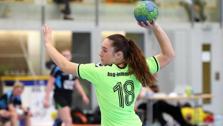 Youngster Céline Jutzi will sich mit der HSG Leimental für die Aufstiegsrunde qualifizieren.