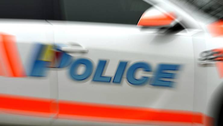 Nach kurzer Verfolgung wurde der 25-jährige Räuber festgenommen (Archiv).