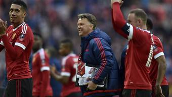 Wayne Rooney (rechts) und Trainer Louis van Gaal sind mit Manchester United wieder auf Kurs