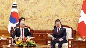 Vor Beginn der Olympischen Winterspiele in Südkorea drücken sich Spitzenpolitiker im Büro von Präsident Moon die Klinke in die Hand. Zu den hohen Gästen zählt auch Bundespräsident Berset.