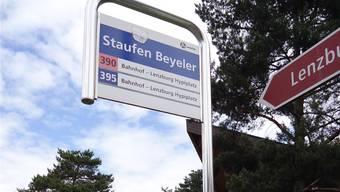 Diese Bushaltestelle wird auch nach dem Fahrplanwechsel «Staufen Beyeler» heissen.