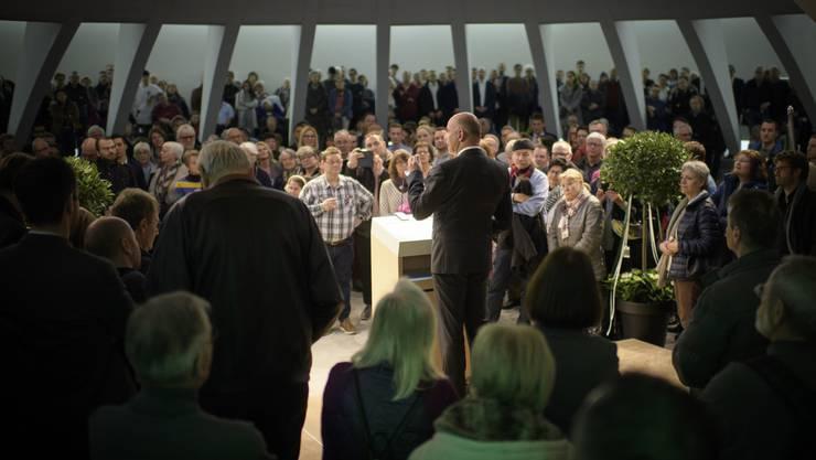 Bundesrat Alain Berset spricht zu Bügern nach der Bundesratssitzung «extra muros», am Mittwoch, 28. März 2018, im Pfalzkeller in St. Gallen.