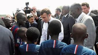 Für eine «Waffenruhe» zu Hause: Macron in Côte d'Ivoire.