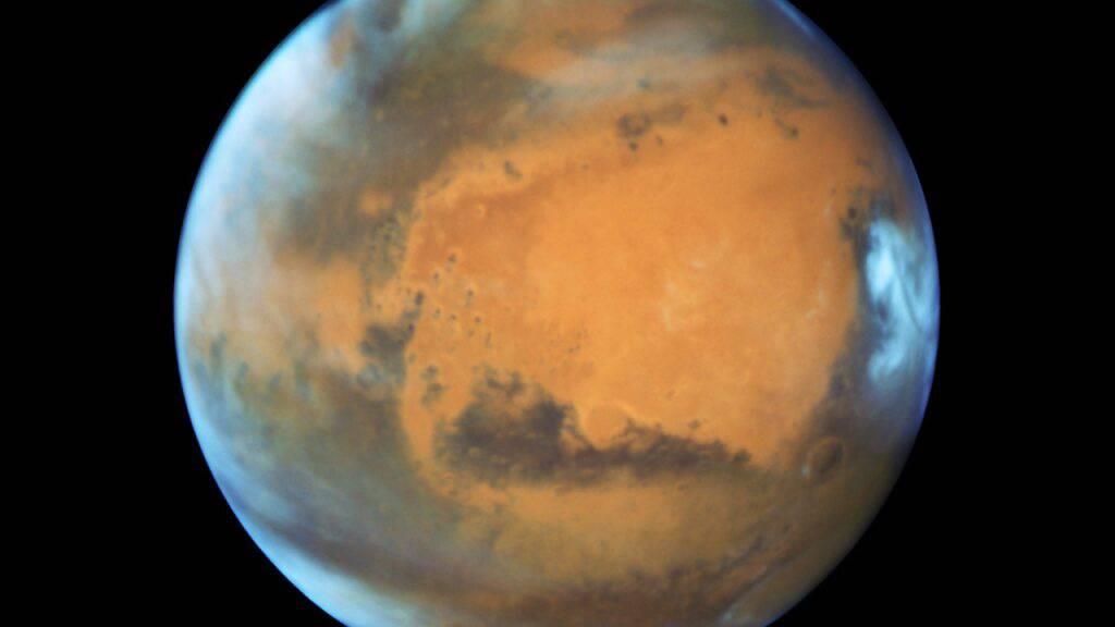 Aus eins mach zwei: Ur-Mond des Mars wurde in zwei Stücke gerissen