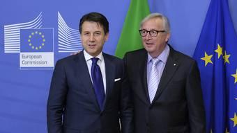 Der italienische Regierungschef Giuseppe Conte war vor wenigen Tagen bei EU-Kommissionspräsident Jean-Claude Juncker, um im Budget-Streit einen Kompromiss zu finden. (Archivbild)